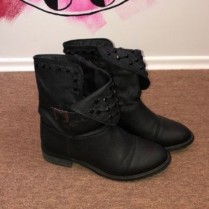 Suzy Shier Black Studded Ankle Boot